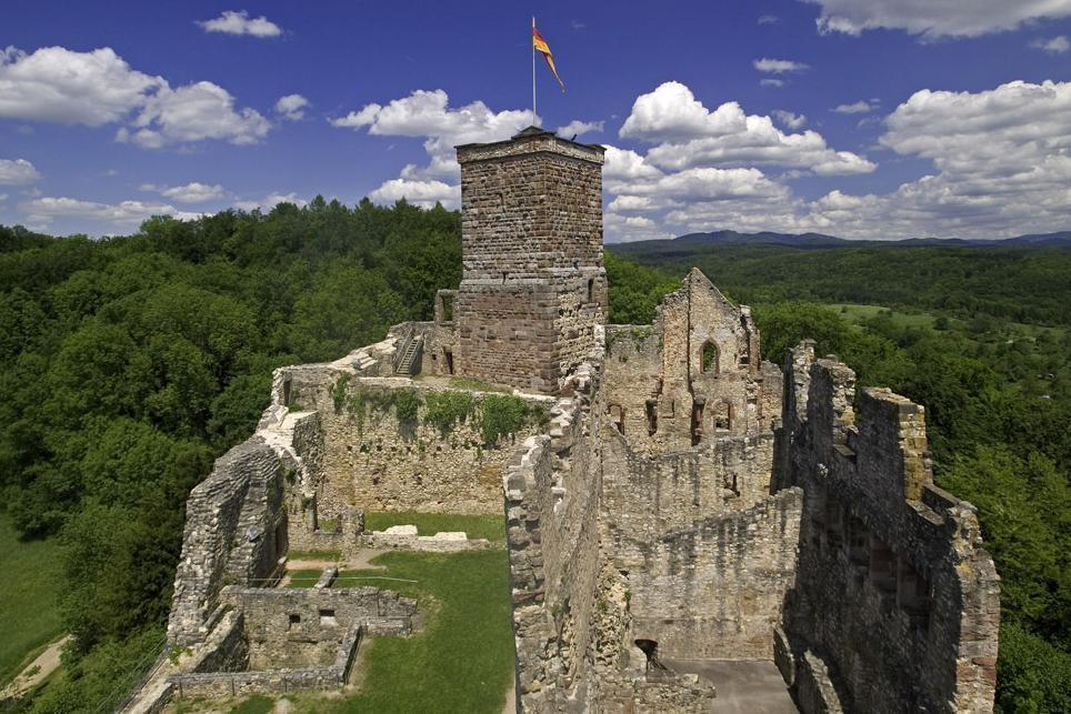 Ansicht aus Westen auf die Oberburg von Burg Rötteln