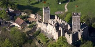 Luftansicht der Burg Rötteln