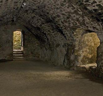 Weinkeller im alten Bau von Burg Rötteln